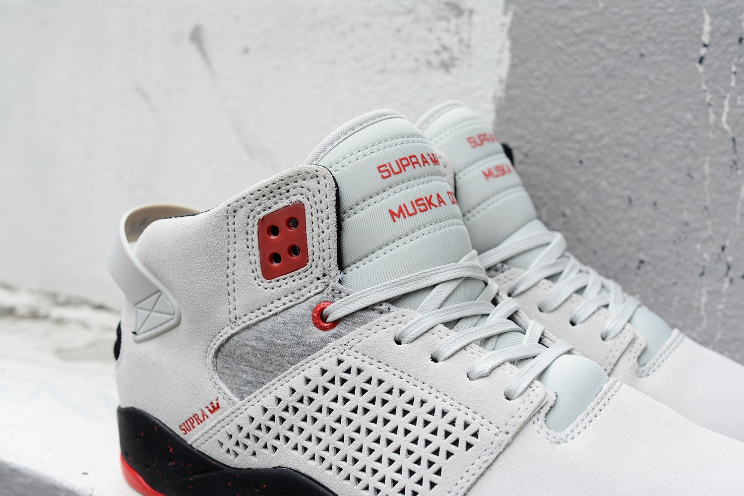 SKYTOP III GREY RED_170822_0001